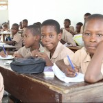 Die Schule und das Berufsausbildungszentrum sind mit Geldern der YOU Stiftung wieder aufgebaut worden. Nach dem schweren Wirbelsturm suchen immer mehr Kinder hier Schutz.